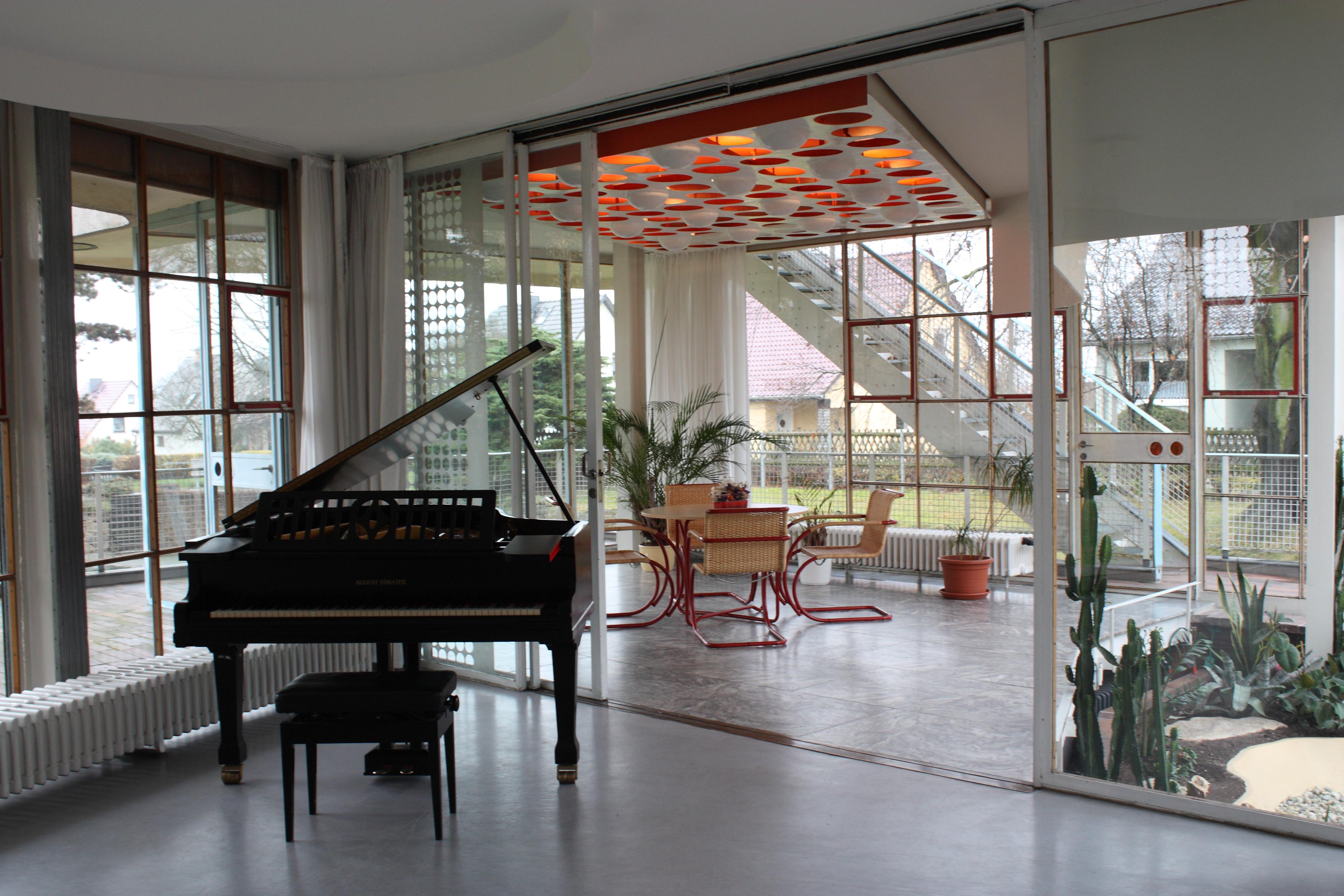 Blick vom wohnzimmer in den wintergarten christine funck - Wohnzimmer architektur ...